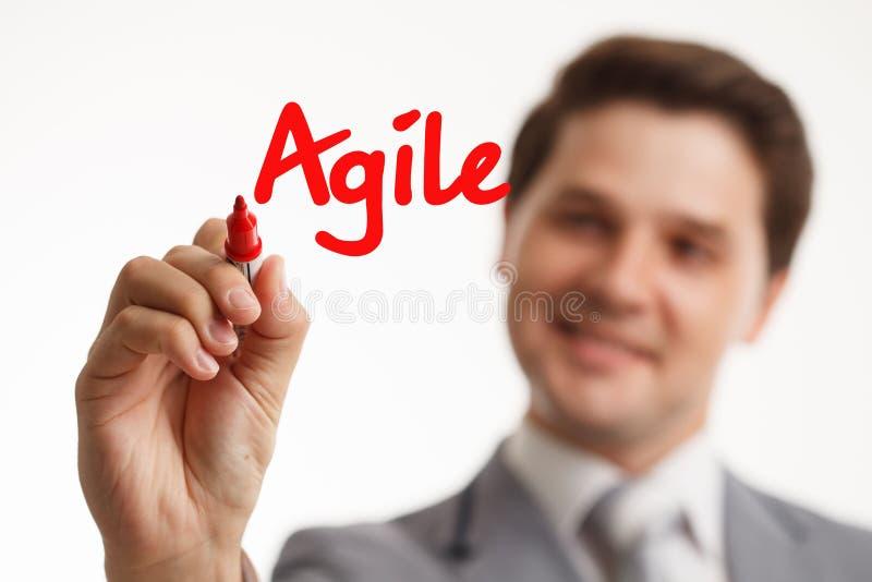 Tecnología, Internet, negocio y márketing Palabra joven de la escritura del hombre de negocios: ágil fotos de archivo