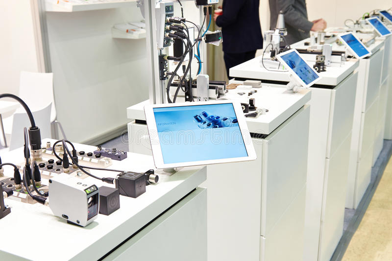 Tecnología y sensores de red industrial fotos de archivo