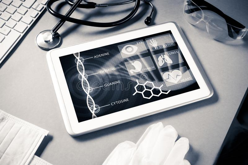 Tecnologías de Digitaces en medicina fotos de archivo
