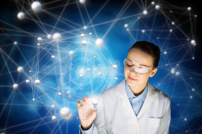Tecnologías innovadoras en ciencia y medicina Técnicas mixtas fotos de archivo
