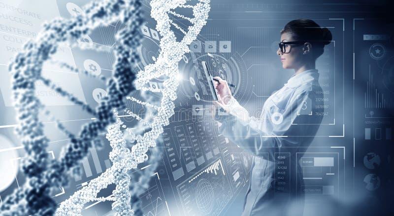 Tecnologías innovadoras en ciencia y medicina Técnicas mixtas foto de archivo libre de regalías