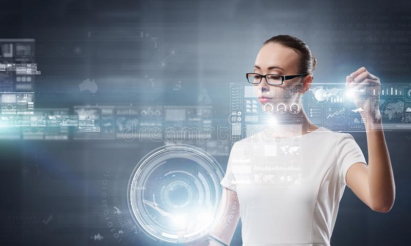 Tecnologías innovadoras funcionando Técnicas mixtas ilustración del vector