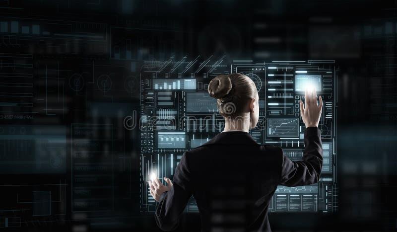 Tecnologías modernas funcionando imagenes de archivo