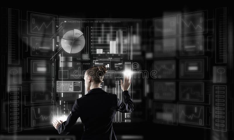 Tecnologías modernas funcionando fotografía de archivo libre de regalías
