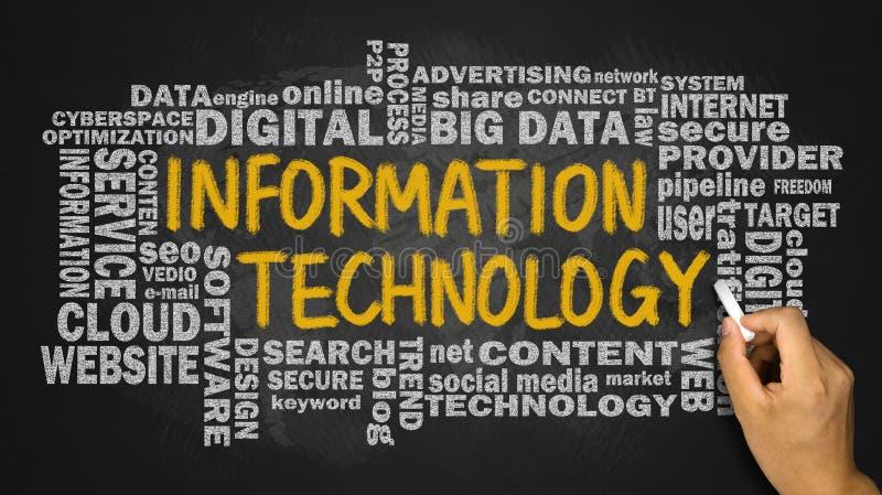 Tecnologia da informação com a nuvem relacionada da palavra escrita à mão no bl foto de stock royalty free