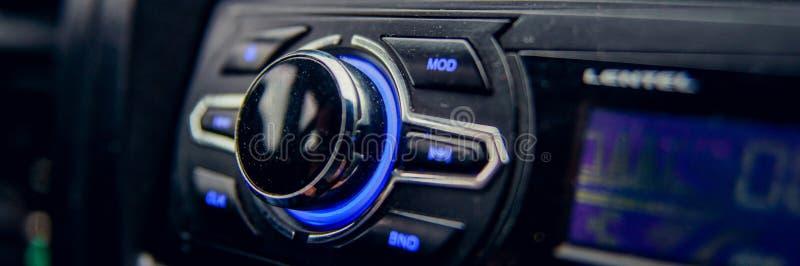 Tecnologia del cruscotto/console del condizionatore d'aria dell'automobile del pannello di controllo in un'automobile moderna fotografia stock libera da diritti