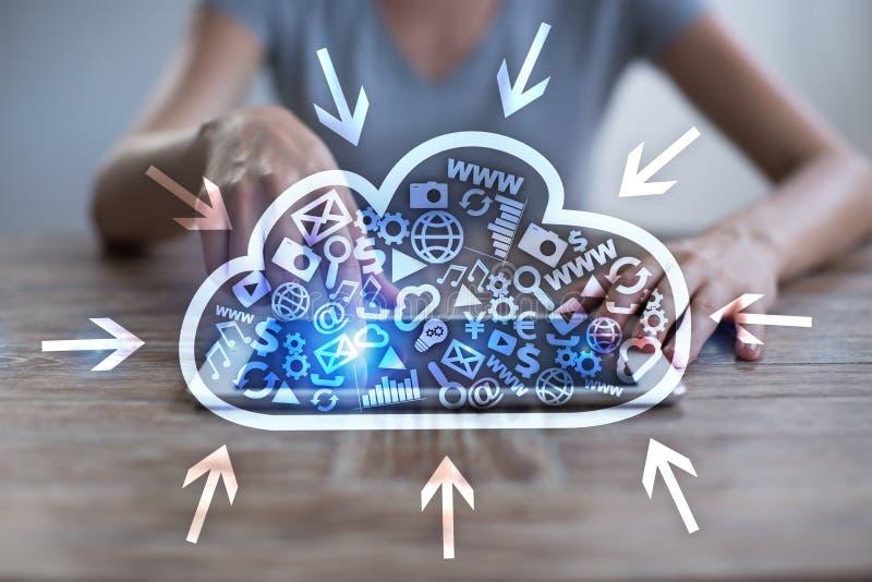 Tecnologia della nube Archiviazione di dati Concetto di servizio di Internet e della rete fotografia stock