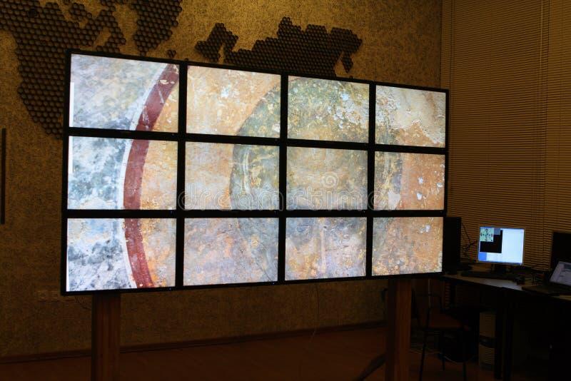 Tecnologia di multimedia, video presentazione della parete fotografia stock