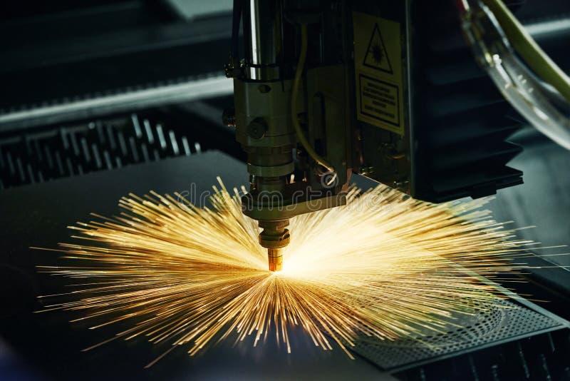 Tecnologia di taglio del laser del proc materiale d'acciaio del metallo della lamiera piana fotografia stock