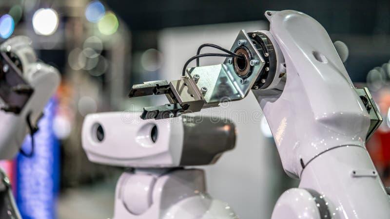 Tecnologia do mecanismo da mão do robô industrial fotografia de stock royalty free