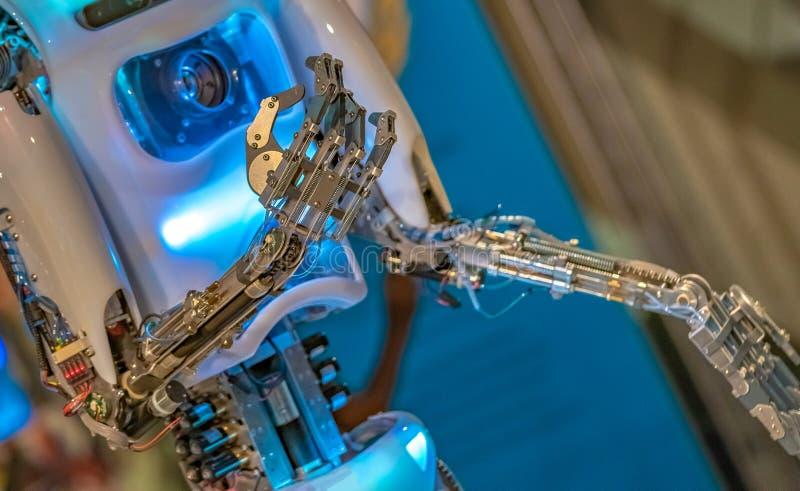 Tecnologia do mecanismo da m?o do rob? industrial foto de stock royalty free