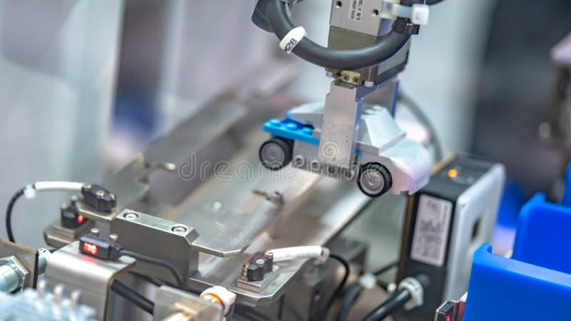 Tecnologia do mecanismo da m?o do rob? industrial foto de stock