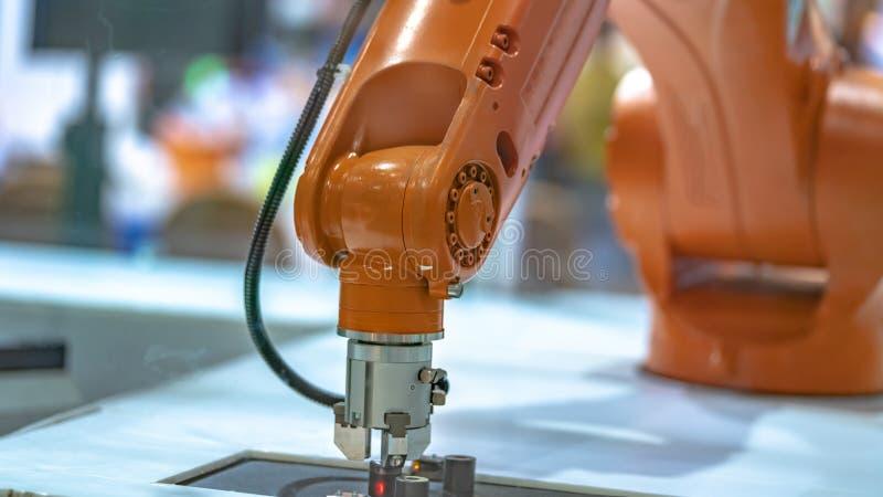 Tecnologia do mecanismo da m?o do rob? industrial imagem de stock