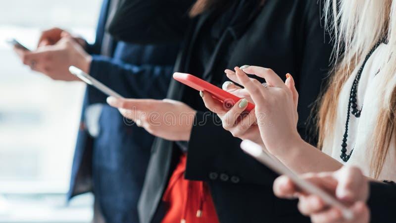 Tecnologia do problema de comunica??o de Phubbing fotos de stock royalty free