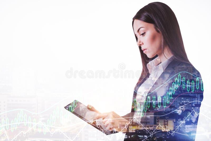 Tecnologia e conceito de comércio da carta dos estrangeiros foto de stock