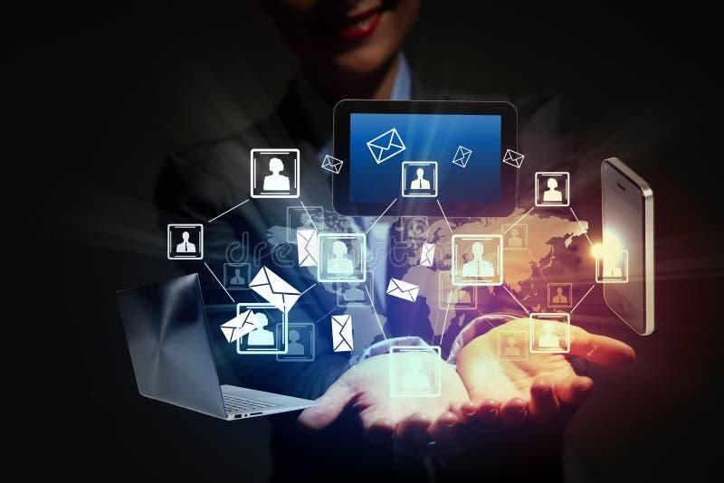 Tecnologia wireless moderna e media sociali fotografie stock