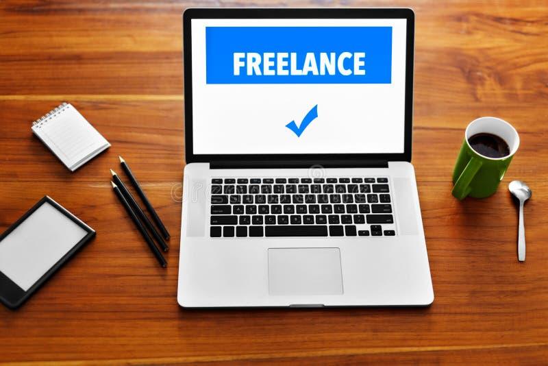 Tecnologie informatiche Freelance il concetto del lavoro Computer portatile, taccuino fotografia stock