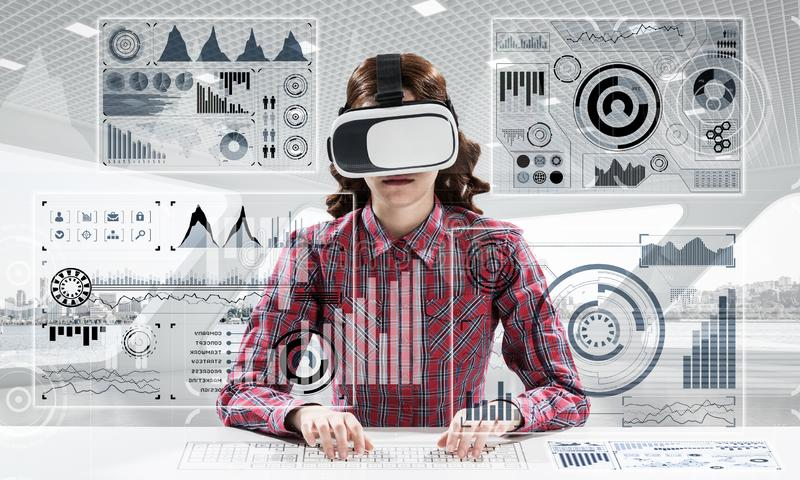 Tecnologie moderne per gli studenti immagine stock