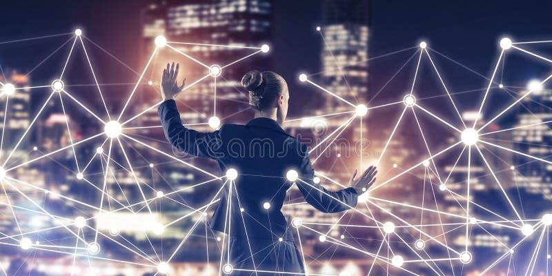 Tecnologie wireless e rete moderne come strumento per l'efficace affare fotografia stock