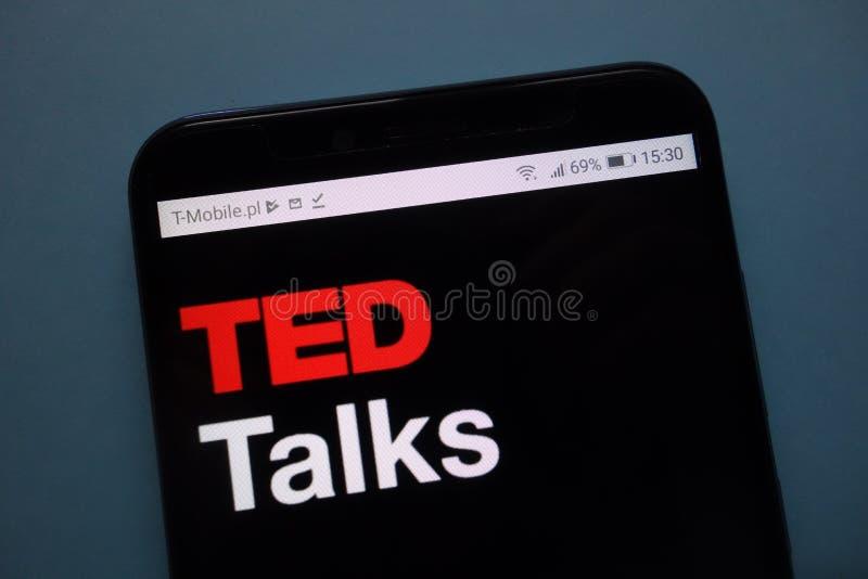 TED Talks-embleem op smartphone wordt getoond die royalty-vrije stock afbeeldingen