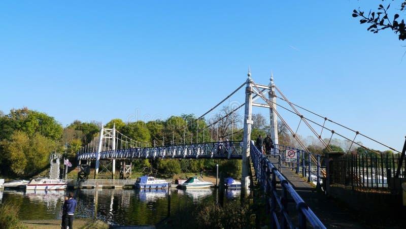 Teddington zawieszenia stali most nad Rzecznym Thames zdjęcia royalty free