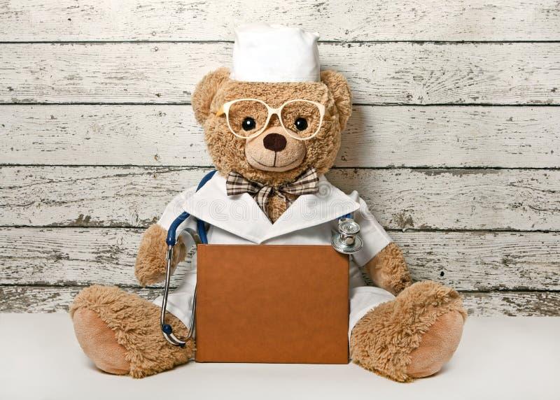Teddy Bear Doctor stock foto's