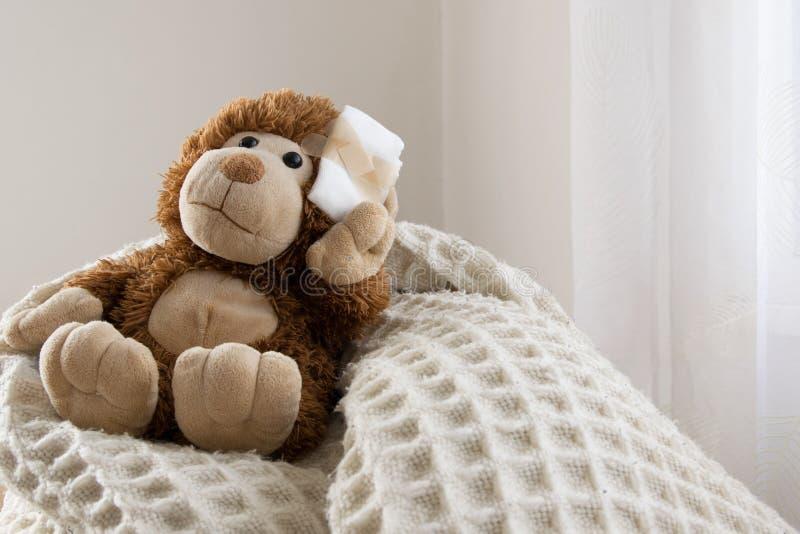 Teddy Bear-stuk speelgoed gewond in het hoofd Ongeval, gezondheidszorg stock fotografie