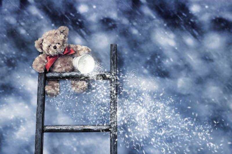 Teddy Throwing Snow stock foto's