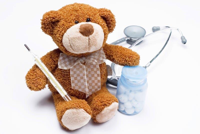 Teddybär als Doktor stockfotografie