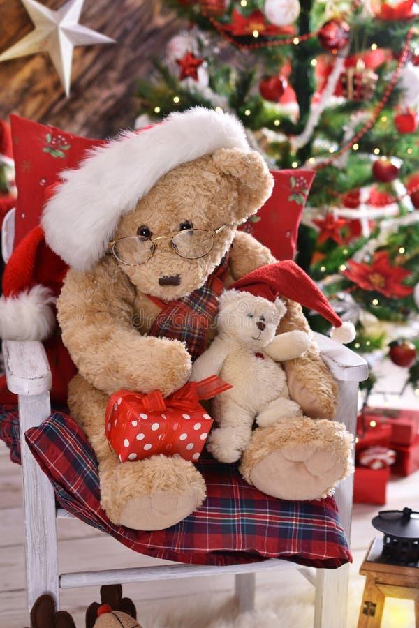 Teddybären, die Weihnachten feiern lizenzfreies stockfoto