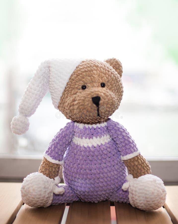 Teddybear bawi się trykotowego w technice dziać amigurumi fotografia royalty free