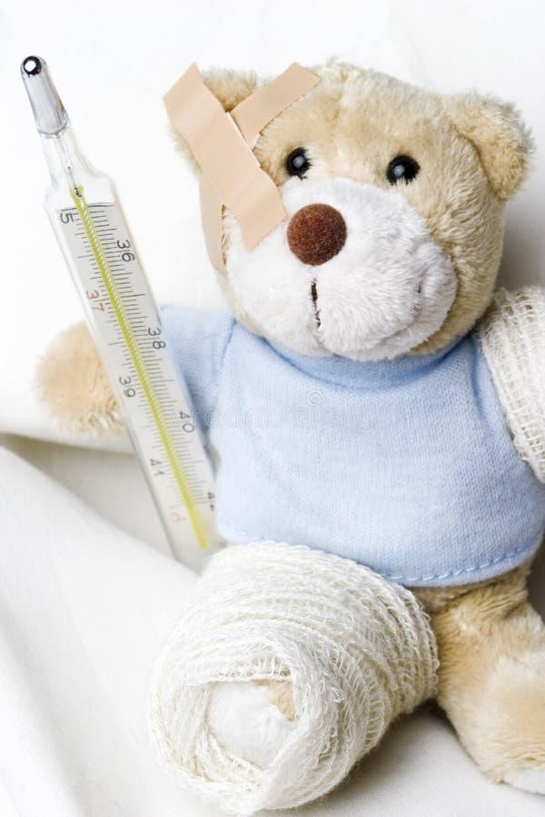 Teddybeer als patiënt royalty-vrije stock foto