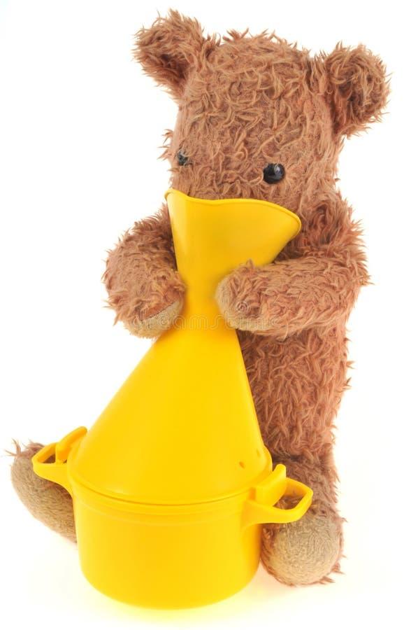 Teddybeer die een inhalatie doen stock foto
