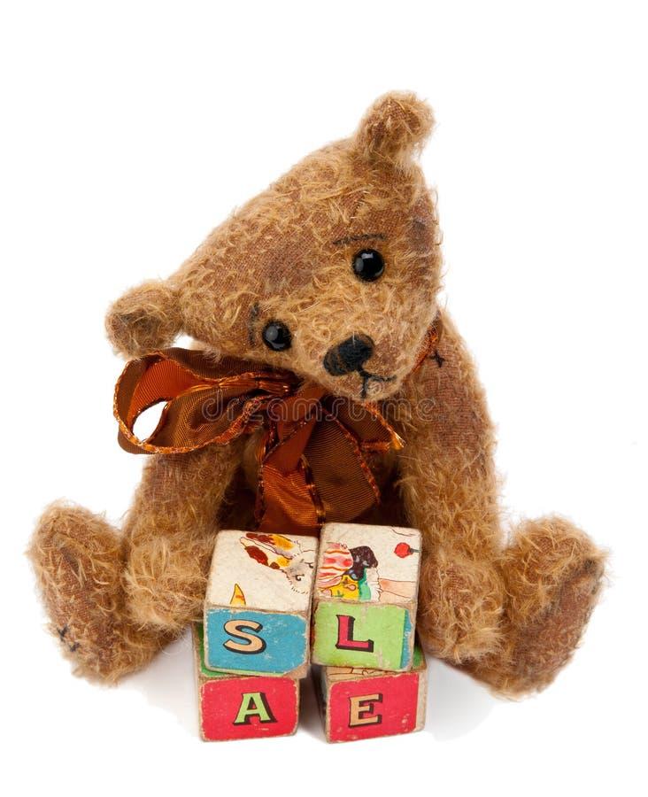 Teddybeer met stuk speelgoed blokken royalty-vrije stock afbeelding