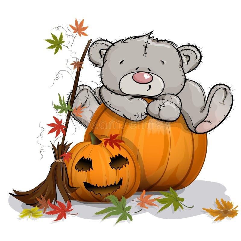 Teddybeer op een reusachtige Halloween-pompoen wordt beklommen die stock foto's
