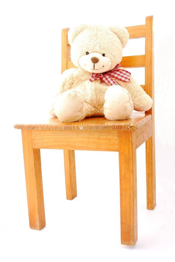 Teddybeer op stoel stock afbeeldingen