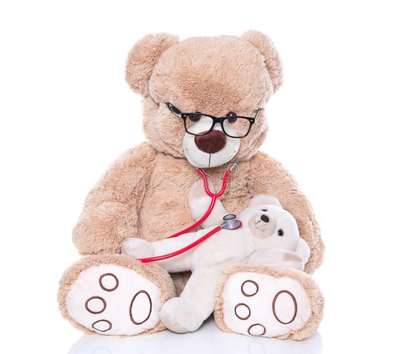 Teddybeerbaby bij de arts of het ziekenhuis stock foto's