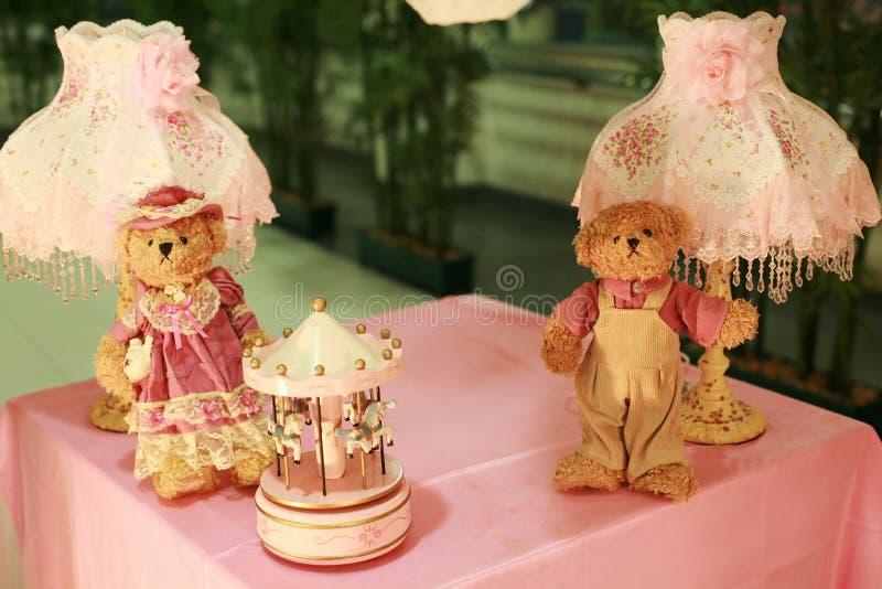 Teddybeerpaar voor de decoratie van de huwelijksontvangst royalty-vrije stock afbeeldingen