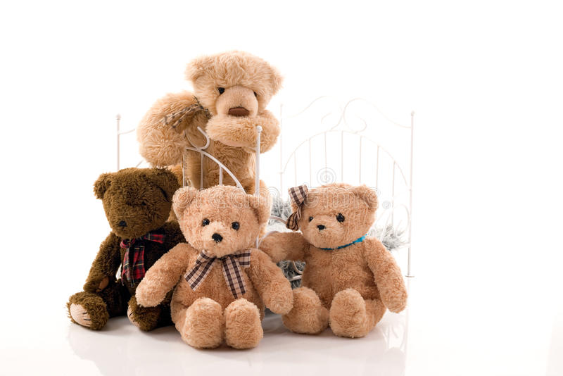 Teddyberen en retro bed stock foto