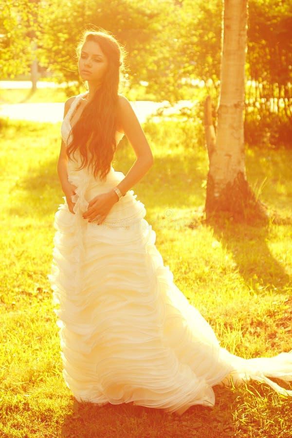Tedere romantische bruid royalty-vrije stock foto's