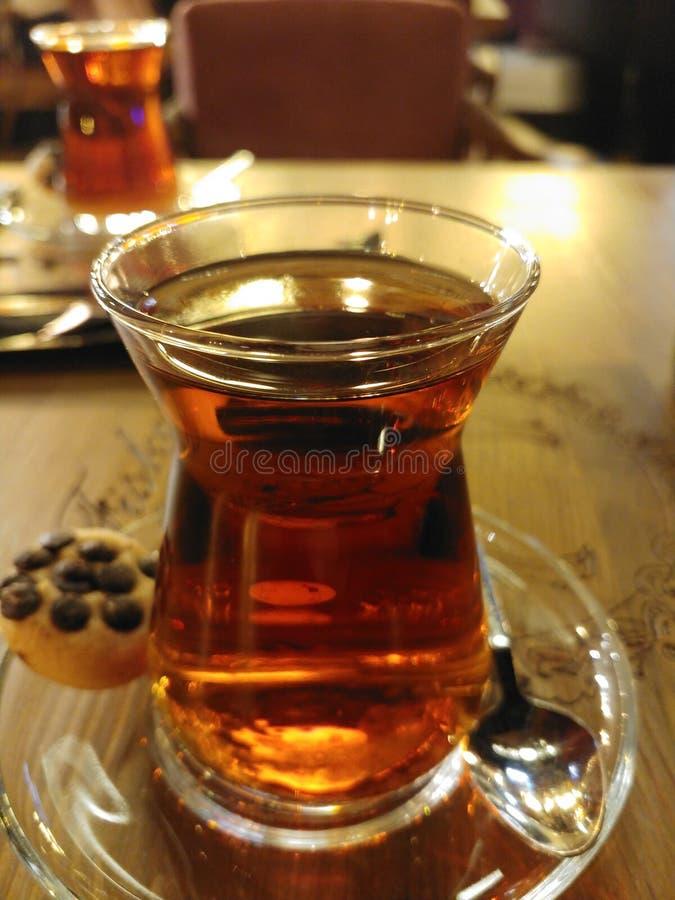 Tee auf einem Caf? lizenzfreie stockfotografie