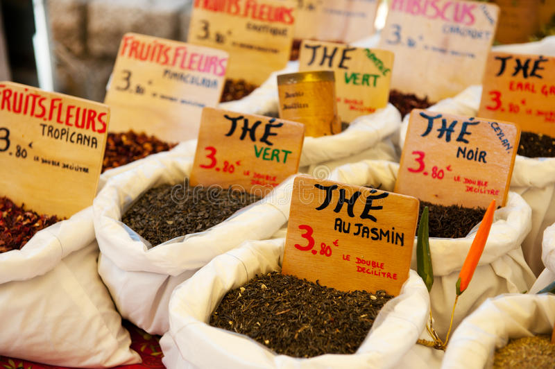 Tee am Markt in Frankreich stockfotografie