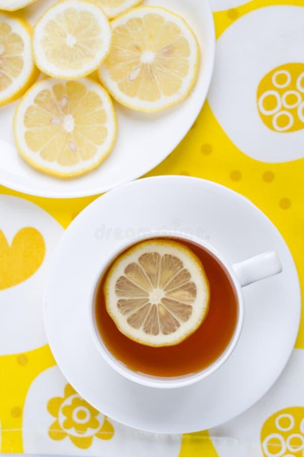 Tee mit Zitrone. lizenzfreie stockbilder