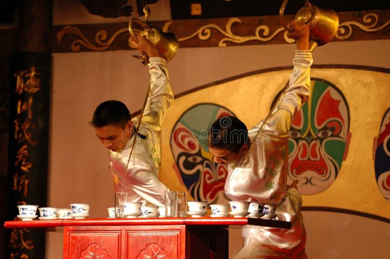 Tee-Show Langer Mundtopf Tee Drama, Mode lizenzfreie stockfotos