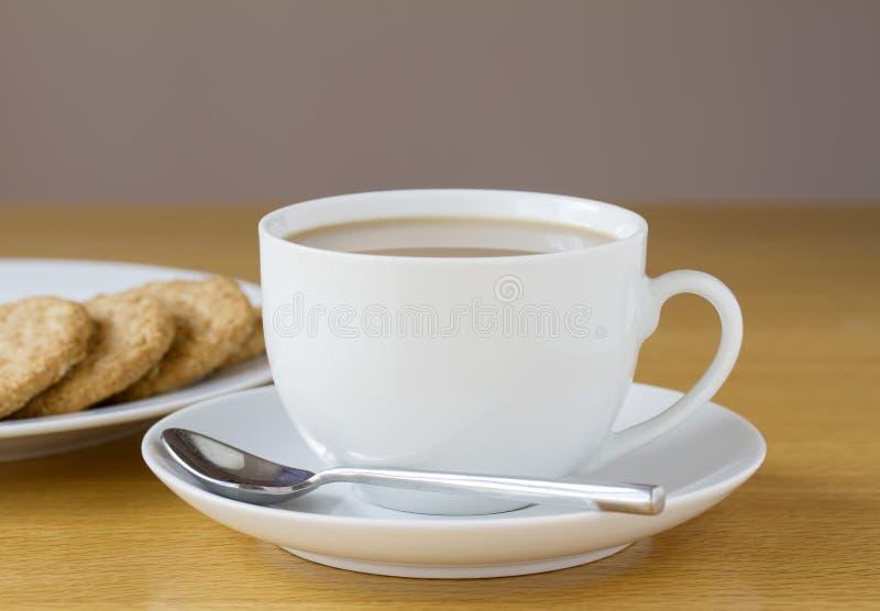 Tee und Kekse lizenzfreie stockfotografie