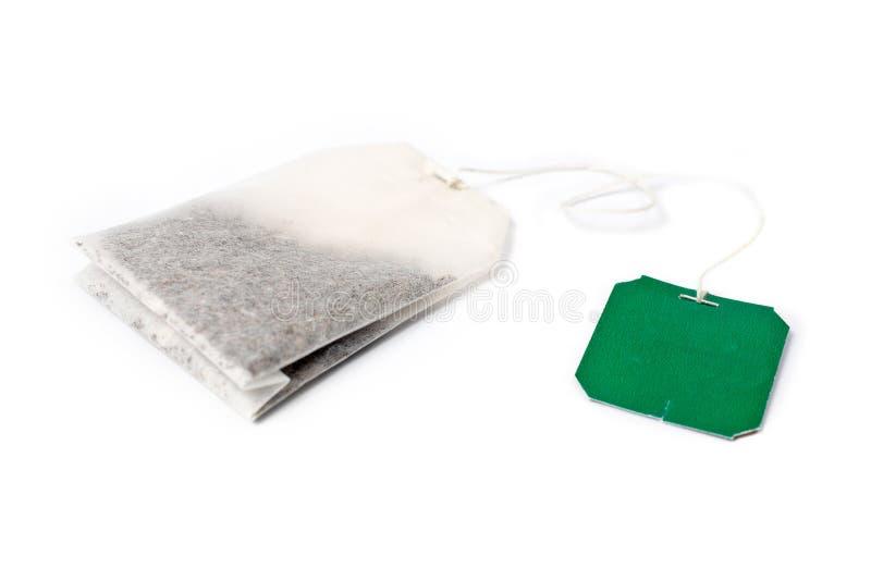 Teebeutel mit grünem Kennsatz lizenzfreies stockbild