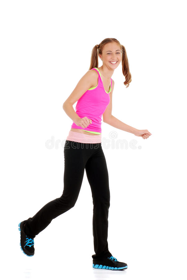 Teen flicka som skrattar göra zumbakondition arkivbild