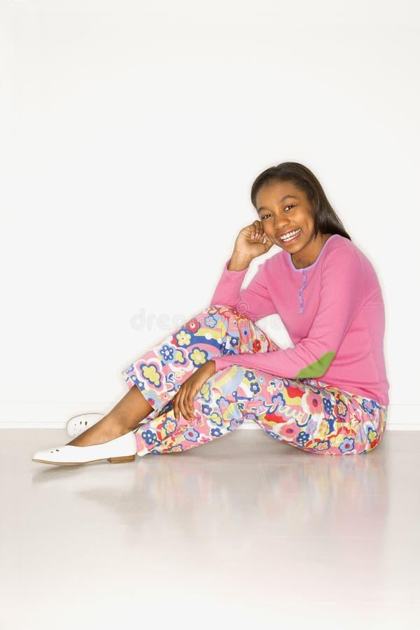 teen flickastående royaltyfri foto