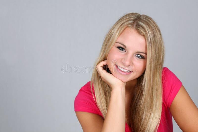 teen härlig blond flicka arkivbild