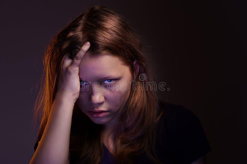 teen ilsken flicka fotografering för bildbyråer